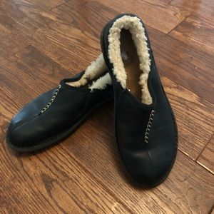 Ugg size 6 shearling lined black shoes